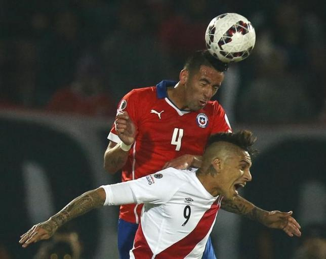 Chile's Mauricio Isla (rear) jumps to head the ball with Peru's Paolo Guerrero during their Copa America 2015 semi-final soccer match at the National Stadium in Santiago, Chile, June 29, 2015. REUTERS/Henry Romero