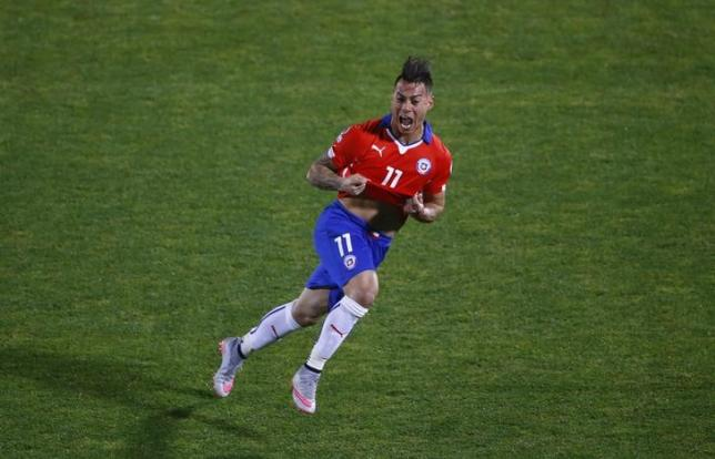 Chile's Eduardo Vargas celebrates his second goal against Peru during their Copa America 2015 semi-final soccer match at the National Stadium in Santiago, Chile, June 29, 2015. Photo: Reuters