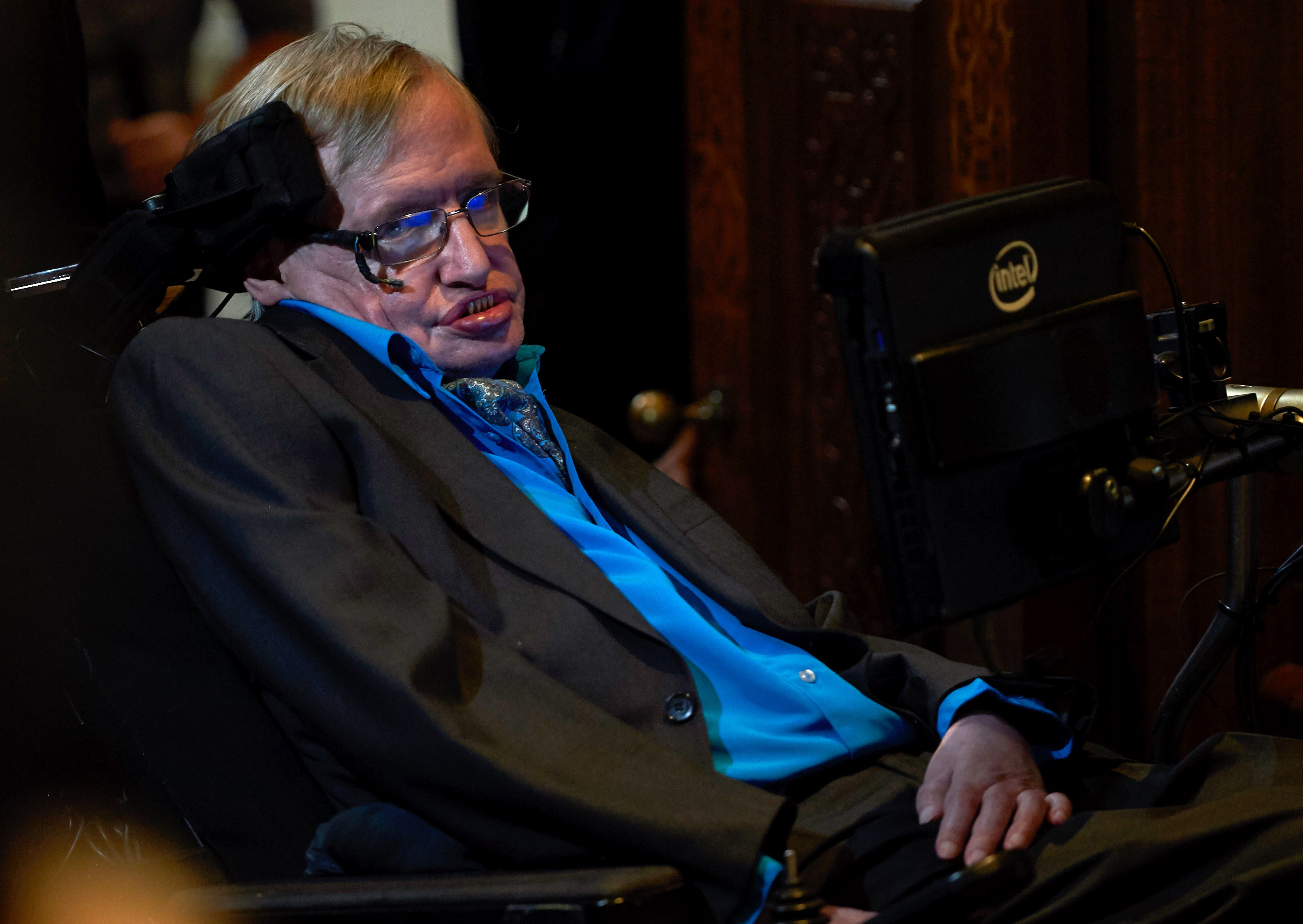 British scientist Stephen Hawking attends a press conference in London on July 20, 2015, where he and Russian entrepreneur and co-founder of the Breakthrough Prize, Yuri Milner, annouced the launch of Breakthrough Initiative, a new project to attempt to detect life in the Cosmos. Photo: AFP