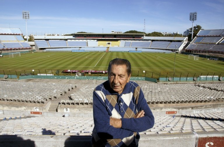 Alcides Ghiggia, the former Uruguay striker who scored the goal which won the 1950 World Cup against hosts Brazil, during an interview with AFP on May 14, 2010 at Centenario stadium in Montevideo. Photo: AFP/File