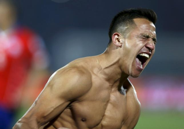 Chile's Alexis Sanchez celebrates after scoring the winning penalty kick in their Copa America 2015 final soccer match against Argentina at the National Stadium in Santiago, Chile, July 4, 2015. REUTERS/Marcos Brindicci