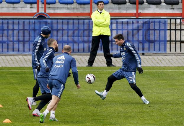 Argentina's national soccer team players Lionel Messi (R), Javier Mascherano (L), Nicolas Otamendi (2nd L) and Pablo Zabaleta participate in a team training session in Concepcion, Chile, July 1, 2015.  REUTERS/Andres Stapff