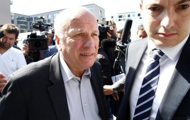 British Football Association chairman Greg Dyke (L) arrives for a meeting of the UEFA in Zurich, Switzerland, May 28, 2015.     REUTERS/Ruben Sprich/Files