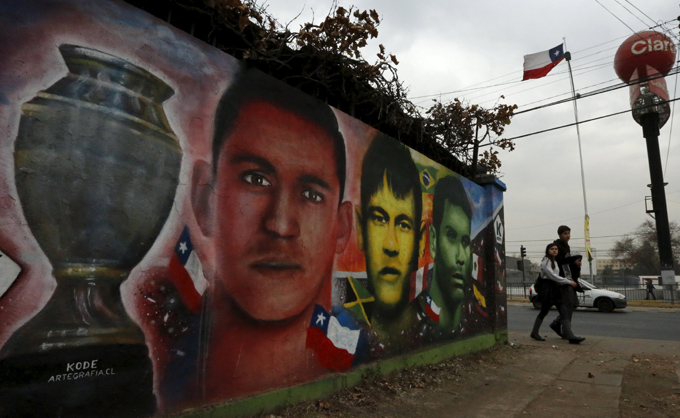 (L-R) Paintings depicting Chile's Alexis Sanchez, Brazilu00abs Neymar and Mexico's Rafael Marquez are seen next to at Nacional Stadium in Santiago, Chile July 1, 2015. Santiago will host the Copa America final soccer match between Chile and Argentina on July 4. REUTERS/Henry RomeronnARRTENTION EDITORS - NO SALES. NO ARCHIVES. FOR EDITORIAL USE ONLY. NOT FOR SALE FOR MARKETING OR ADVERTISING CAMPAIGNS