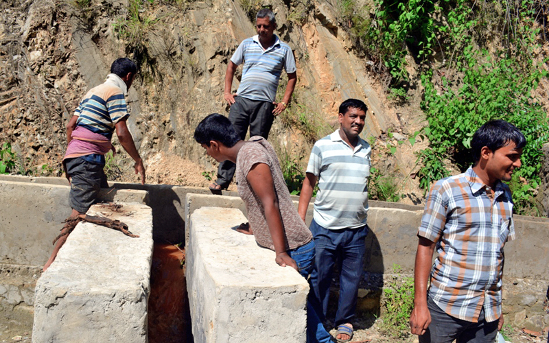 A Central Regional Irrigation team monitoring a ncanal of  Daltar-Bhaltar Irrigation Project, in Dhading, on Tuesday. Photo: THT
