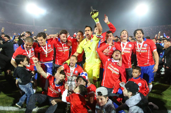 Chile's players celebrate with the Copa America trophy after defeating Argentina in the final soccer match at the National Stadium in Santiago, Chile, Saturday, July 4, 2015. Chile became Copa America champions for the first time after defeating Argentina in a penalty shootout. Photo: AP