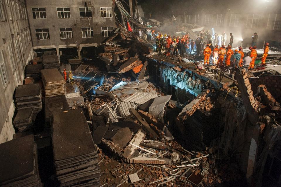 Rescuers look for survivors in the debris of a collapsed building in Wenling, in eastern China's Zhejiang province, on July 4, 2015. Photo: AFP
