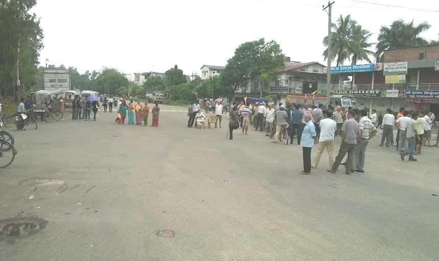 Bandh enforcers gather at a road in Chitwan on Wednesday, July 29, 2015. The bandh was called by the Save Hindu Nation Struggle Committee demanding reinstatement of Nepal as a Hindu state in the new constitution. Photo: Tilak Rimal