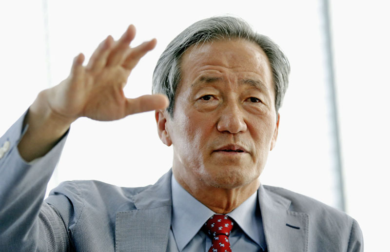 Former FIFA vice president Chung Mong-Joon speaks during an interview with Reuters in Seoul, South Korea, July 30, 2015. Chung, one of the most influential figures in Asian football, said on Thursday he is entering the race to replace Sepp Blatter as president of the sport's world governing body. Photo: Reuters