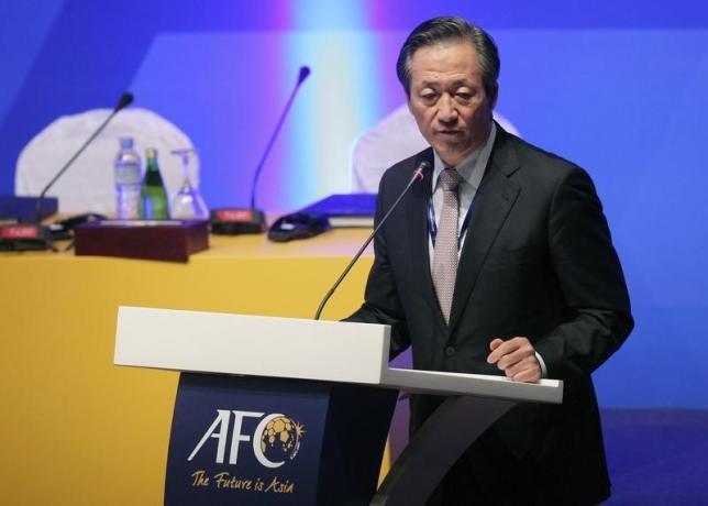 South Korean FIFA vice president Chung Mong-Joon talks during the 24th Asian Football Confederation (AFC) congress in Doha January 6, 2011.  REUTERS/Fadi Al-Assaad/Files