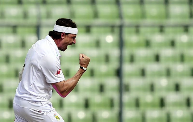 South Africa cricketer Dale Steyn reacts after the dismissal of Bangladesh batsman Mohammad Mahmudullah during the first day of the second cricket Test match between Bangladesh and South Africa at The Sher-e-Bangla National Cricket Stadium in Dhaka on July 30, 2015. Photo: AFP