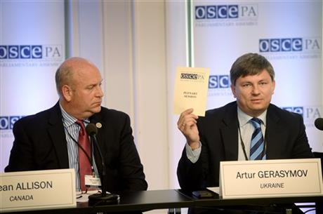 Head of Delegation of Canada, Dean Allison, left, and Head of Delegation of Ukraine, Artur Gerasymov, during joint press conference at the 24th Annual Session of the OSCE Parliamentary Assembly in Helsinki, Finland Thursday, July 9, 2015. AP