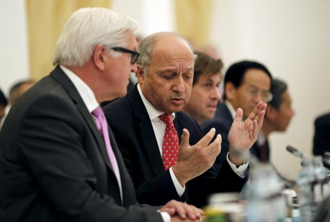 French Foreign Minister Laurent Fabius talks to German Foreign Minister Frank Walter Steinmeier (L) during a meeting with foreign ministers and representatives of United States, China, Britain, Russia and the European Union during nuclear talks at a hotel in Vienna, Austria July 10, 2015. REUTERS/Carlos Barria