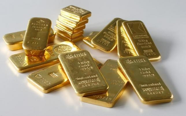 Gold bars from the vault of a bank are seen in this illustration picture taken in Zurich November 20, 2014. REUTERS/Arnd Wiegmann/Files