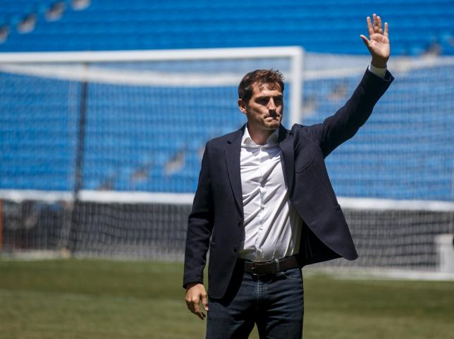 Departing Real Madrid captain and goalkeeper Iker Casillas waves to supporters at an official send-off at the Bernabeu stadium in Madrid, Spain, July 13, 2015. REUTERS/Andrea Comas