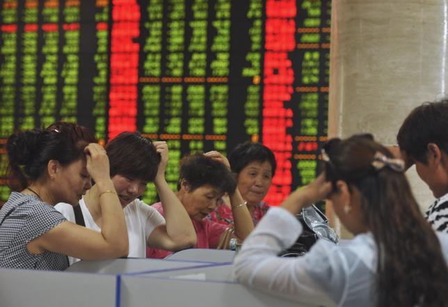 Investors react as they look at computer screens showing stock information at a brokerage house in Fuyang, Anhui province, China, July 28, 2015.  REUTERS/Stringer