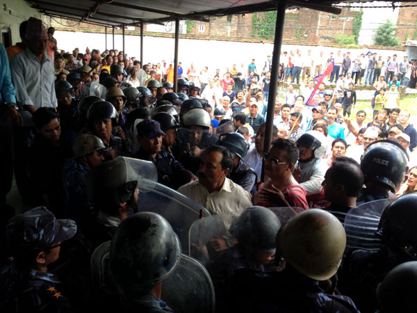 Rastriya Prajatantra Party-Nepal Chairman Kamal Thapa (C) along with his party cadres debate with security personnel in Hetauda on Tuesday, July 21, 2015. Photo: Prakash Dahal