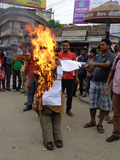 Madhes Rights Protest Committee burning an effigy of the leaders of four major parties saying that the preliminary draft of the constitution was against Madhes, in Janakpur, on Thursday.   Photo: THT