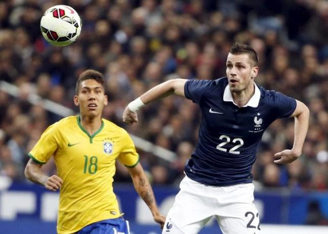 France's Morgan Schneiderlin (R) fights for the ball with Brazil's Firmino during their international friendly soccer match at the Stade de France, in Saint-Denis, near Paris, March 26, 2015. Photo: Reuters/File
