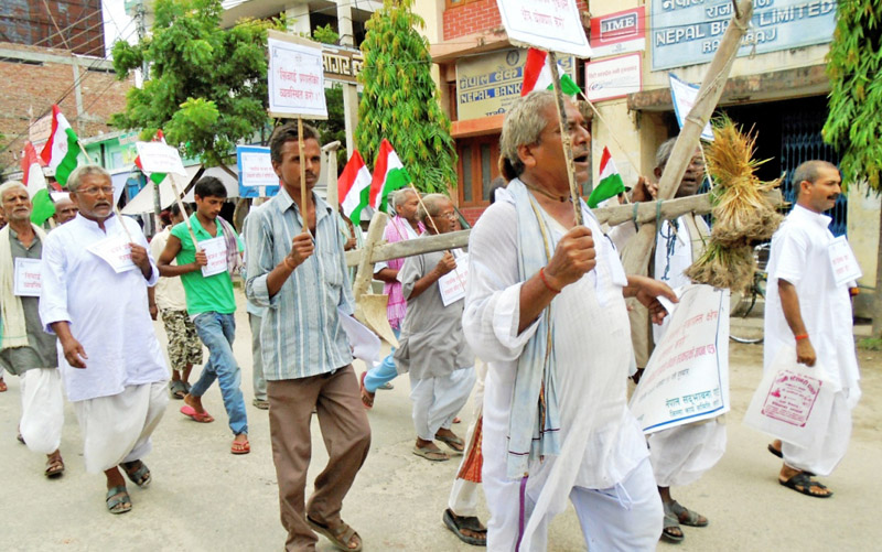 Leaders and cadres of Nepal Sadbhawana Party participating in a protest demanding that the government announce the Saptari district drought-hit, in Rajbiraj on Thursday, July 30, 2015. Photo: Byas Shankhar Upadhyay