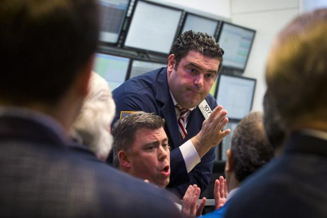Traders, governors, and members of the New York Stock Exchange discuss what is happening following a halt in trading on the floor of the exchange in New York, July 8, 2015.  REUTERS/Lucas Jackson