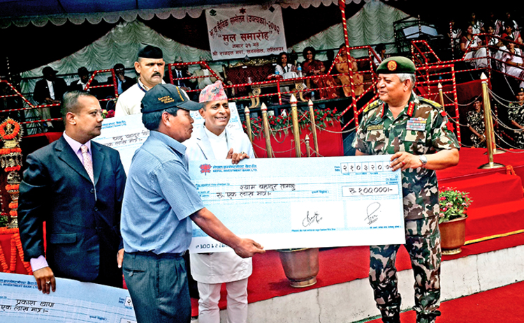 A file photo of NIBL CEO Jyoti Prakash Pandey and Nepali Army Chief Gaurav SJB Rana nhanding over a cheque of Rs 100,000 to an ex-army staff during a function in Lalitpur. Photo: THT