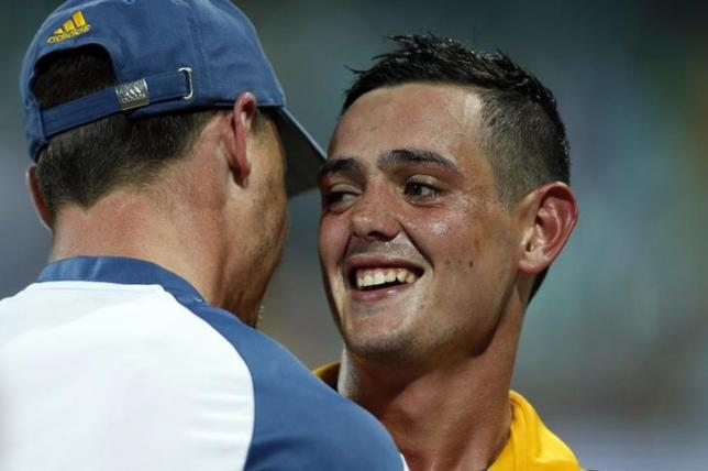 South Africa's Quinton de Kock (R) is congratulated by teammate Dale Steyn after he hit a boundary to win the Cricket World Cup quarter-final match against Sri Lanka at the Sydney Cricket Ground (SCG) March 18, 2015.  REUTERS/Jason Reed/Files