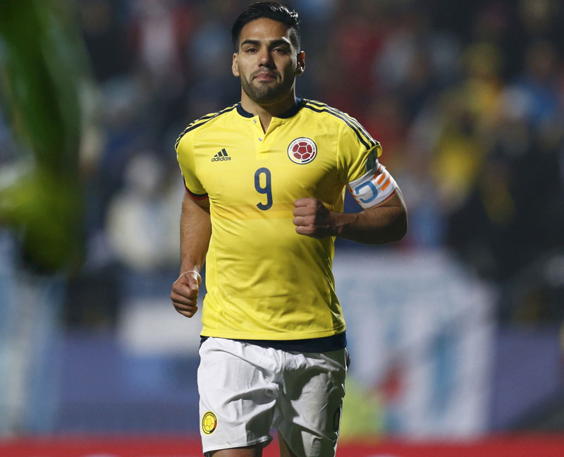 Colombia's Radamel Falcao runs towards Colombia's goalie David Ospina after scoring in penalties against Argentina after the end of regulation play in their Copa America 2015 quarter-finals soccer match at Estadio Sausalito in Vina del Mar, Chile, June 26, 2015. Photo: Reuters