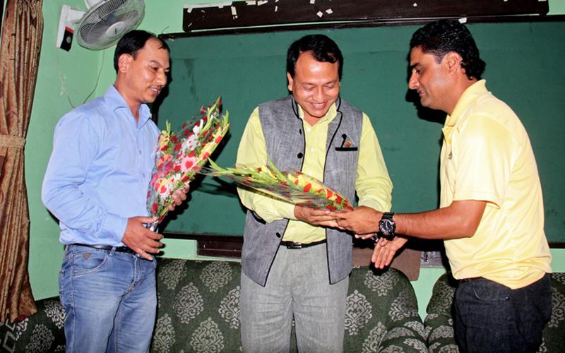 NSJF President Ajay Phuyal (right) and IPP Niranjan Rajbanshi welcoming NSC Member Secretary Keshav Kumar Bista (centre) in Kathmandu on Sunday. Photo: THT