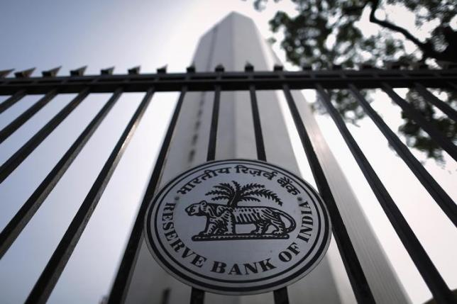 The Reserve Bank of India (RBI) seal is pictured on a gate outside the RBI headquarters in Mumbai October 29, 2013. Photo: Reuters/ File