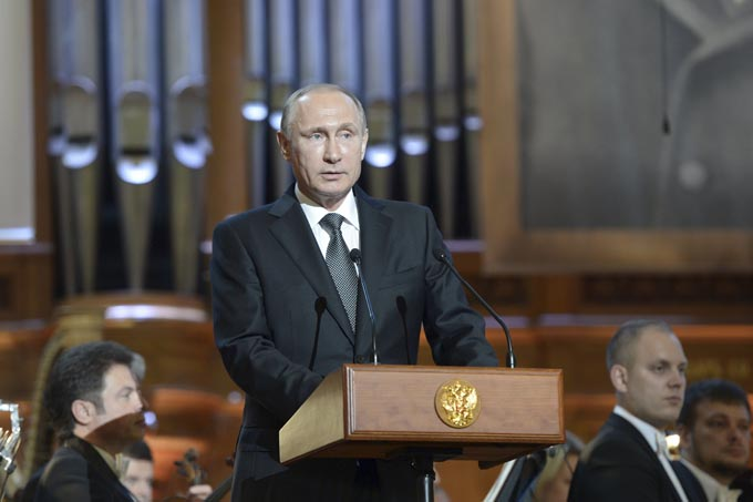Russian President Vladimir Putin (front) delivers a speech at the gala concert of the 15th International Tchaikovsky Competition at the Moscow Conservatory, Russia, July 2, 2015. Picture taken July 2, 2015. REUTERS/Aleksey Nikolskyi/RIA Novosti/Kremlin ATTENTION EDITORS - THIS IMAGE HAS BEEN SUPPLIED BY A THIRD PARTY. IT IS DISTRIBUTED, EXACTLY AS RECEIVED BY REUTERS, AS A SERVICE TO CLIENTS.