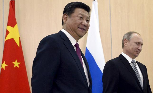 Russian President Vladimir Putin (R) meets with Chinese President Xi Jinping in Ufa, Russia, July 8, 2015. REUTERS/Alexander Nemenov/Pool