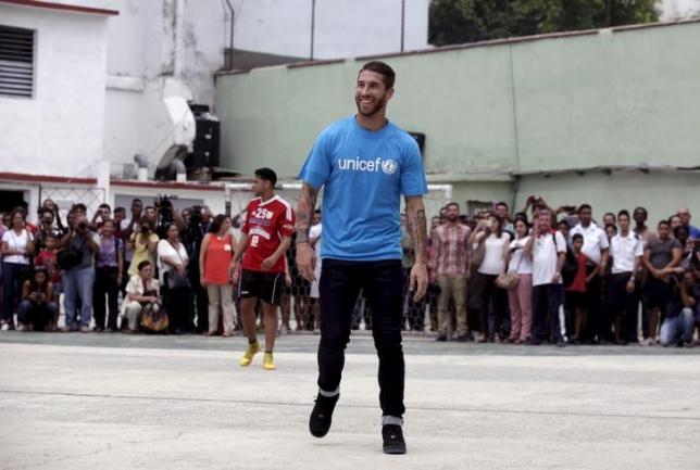 Sergio Ramos (C) plays soccer with Cuban children in Havana June 16, 2015. REUTERS/Enrique de la Osa/Files