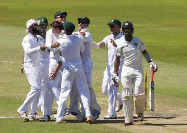 South Africa's players celebrate the wicket of India's Cheteshwar Pujara (R) during the fifth day of the second test cricket match in Durban, December 30, 2013. Photo:Reuters