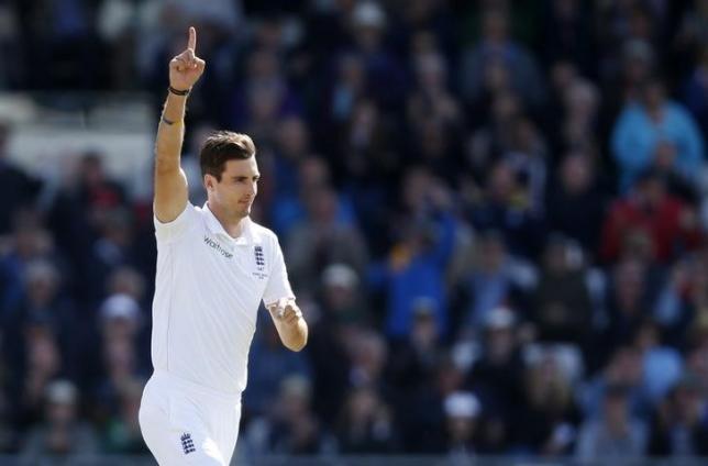 Cricket - England v Australia - Investec Ashes Test Series Third Test - Edgbaston - 30/7/15nEngland's Steven Finn celebrates the wicket of Australia's Michael ClarkenAction Images via Reuters / Carl RecinenLivepic