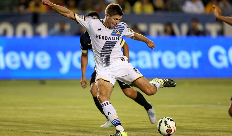 Los Angeles Galaxy's Steven Gerrard takes a shot on goal against Club America during their International Champions Cup match at StubHub Centre on Saturday. Photo: AFP
