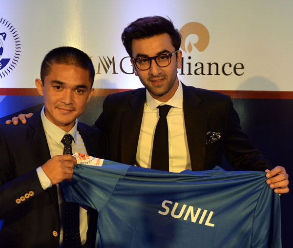 Bollywood actor Ranbir Kapoor (right) and Mumbai Cityu0092s Sunil Chhetri pose after the playersu0092 auction, ahead of the second season of the ISL, in Mumbai on Friday. Photo:AFp