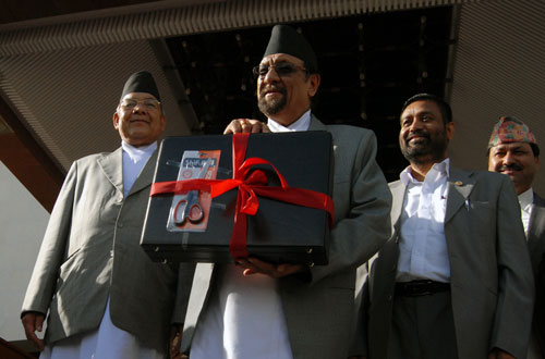 Finance Minister Ram Sharan Mahat showing the briefcase containing the budget speechu201a before he entered the Parliament to announce the budget for the Fiscal Year 2014/15u201a in Kathmanduu201a on Sundayu201a July 13u201a 2014. Photo: THT File