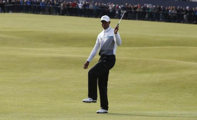 Tiger Woods of the U.S. reacts after a missed putt on the 18th green during the second round of the British Open golf championship on the Old Course in St. Andrews, Scotland, July 18, 2015.  REUTERS/Russell Cheyne