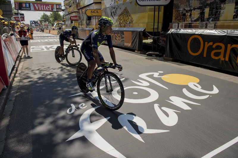 Colombia's Nairo Quintana (C) practices prior to the start of the 13.8 km individual time-trial, the first stage of the 102nd edition of the Tour de France cycling race on July 4, 2015, in Utrecht, The Netherlands.  Photo: AFP
