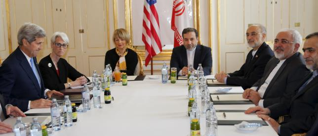 U.S. Secretary of State John Kerry (L) and U.S. Under Secretary for Political Affairs Wendy Sherman (2nd L) meet Iranian Foreign Minister Javad Zarif (2nd R) at a hotel in Vienna, Austria June 30, 2015.  REUTERS/Carlos Barria