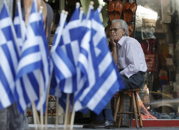 A vendor waits for customers outside his shop in central Athens, Greece, July 10, 2015. REUTERS/Christian Hartmann
