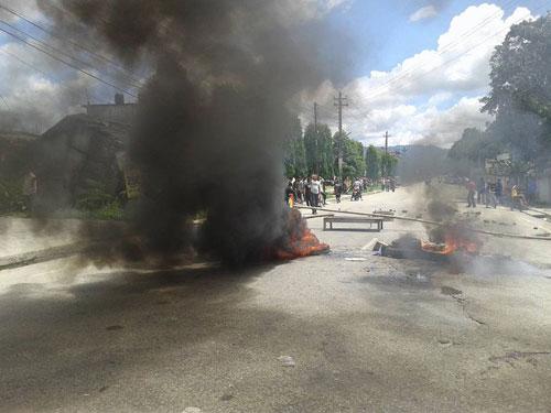 RPP-N cadres burnt tyres in protest. Photo: Prakash Dahal