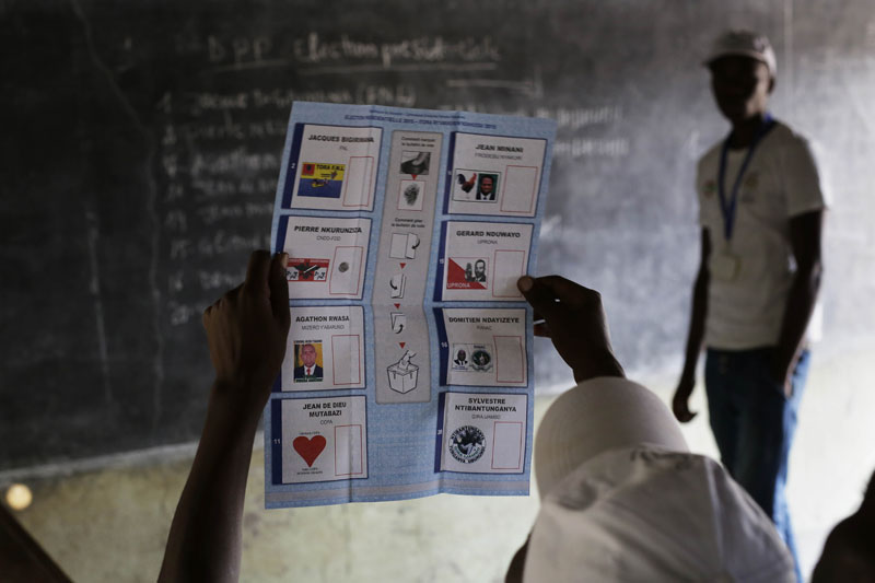 Election officials start counting the ballots after polls closed in the presidential elections in Bujumbura, Burundi, Tuesday July 21, 2015. Photo: AP