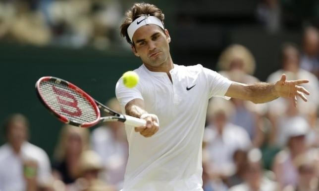 Roger Federer of Switzerland hits a shot during his match against Samuel Groth of Australia at the Wimbledon Tennis Championships in London, July 4, 2015.                  REUTERS/Henry Browne