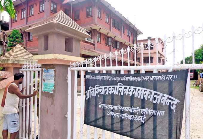 Gaur Municipality Office remains shut down for an indefinite period after the Executive Officer, Sunil Yadav, was reportedly assaulted after he denied to work against the protocol. Photo: Prabhat Kumar Jha