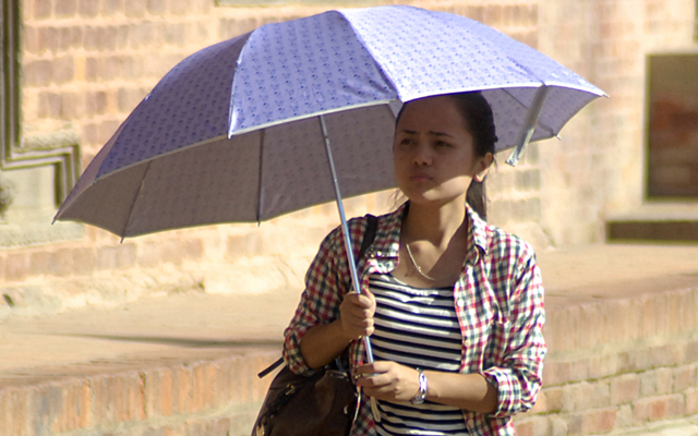 A girl shielding herself from the scorching sun with an umbrella in Patan Durbar Square, Lalitpur, on Thursday. A day after rains lashed Kathmandu, temperature in the capital city rose to 29.5 degrees Celsius. Photo: Photos: Naresh Shrestha/ THT