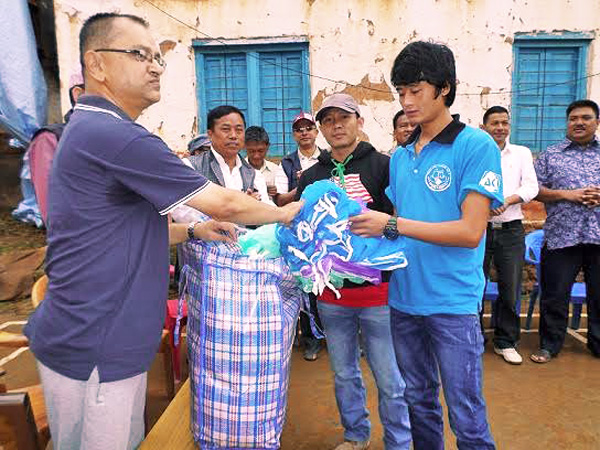 Chief District Officer Surendra Raj Paudel distributing mosquito nets, provided by Federation of Non-Government Organisations, Bhojpur Chapter, to the jailbirds in the district on Thursday, July 16, 2015. Photo: Niroj Koirala