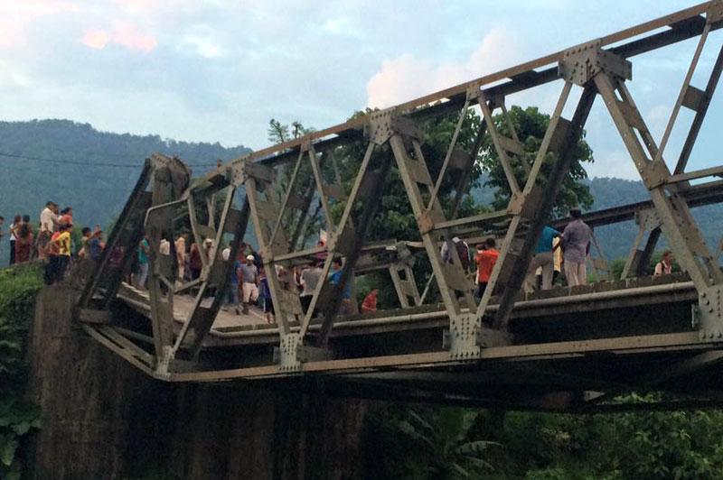 The Jayashree bridge along the East-West Highway nearly collapsed in Gaindakot of Nawalparasi on Monday, July 27, 2015. Photo: Shreeram Sigdel