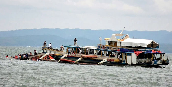 Passengers of the capsized MBCA Kim-Nirvana ferry (far left) being rescued by a tugboat of the Philippine coast guard near a port in nOrmoc city, central Philippines, on Thursday.  Photo: Reuters